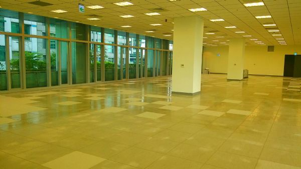 有一30坪露台花園,屋主只開放外商進駐0台北市內湖區辦公室出租-照片6