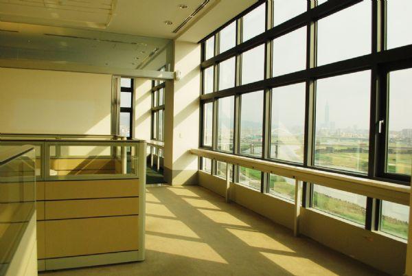 精美裝潢漂亮隔間 0925105580台北市內湖區辦公室出租-照片2