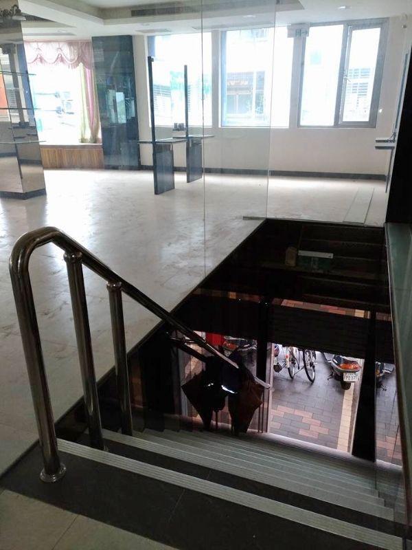 三角窗/二樓金店面台北市北投區店面出租-照片3