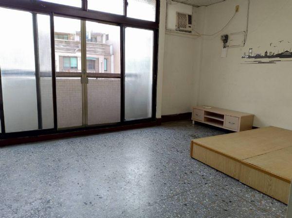 英才2房公寓6800元-台中市北區英才路-台中市北區公寓出租-照片1