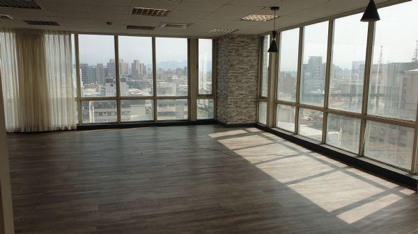 崇德家樂福77.7坪辦公大樓 3.5萬元台中市北區辦公室出租-照片5